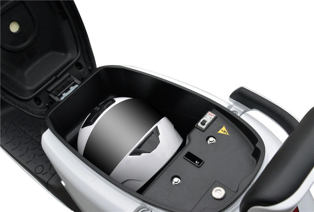 yadea g5 prostor za čelado